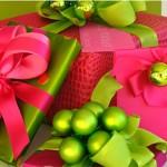 Яркая-упаковка-новогоднего-подарка